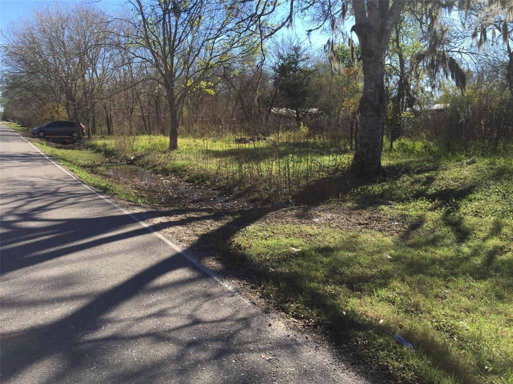 Great unrestricted property in Angleton, TX. Corner lot. Suitable for a home, investment property, and so much more. Lots of potential!
