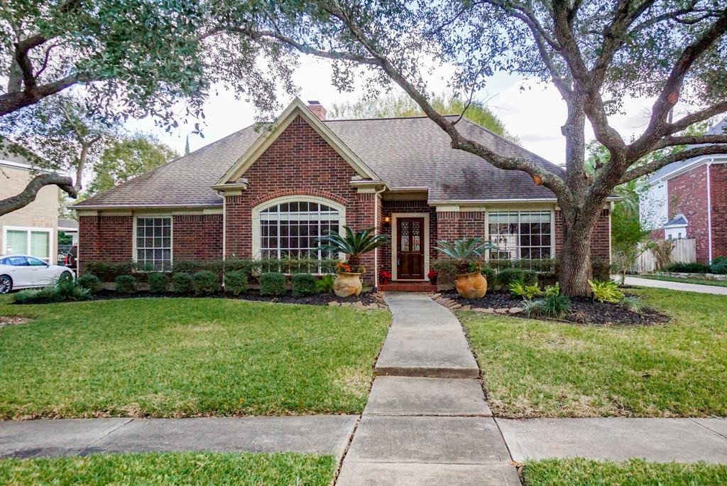 Beautiful 1 story Perry Home on Cul De Sac on large lot,Open concept, family and Dining rooms,crown molding and chair rails,Family room with built in shelves,Big windows with lots of natural light. Completely remodeled kitchen with plenty of cabinet spaces. Large Master Bedroom with new carpet, sitting area,New faucets in bathrooms,New toilet in half bath, Fans in all rooms,New Ac compressor. Washer dryer and refrigerator included. Gutters with leaf guards put in. Walk into the house with wood floors inthe family and living room. This house is in the most sought after Schools in Fort Bend. This is a True Gem- YOUR DREAM HOME!!!!
