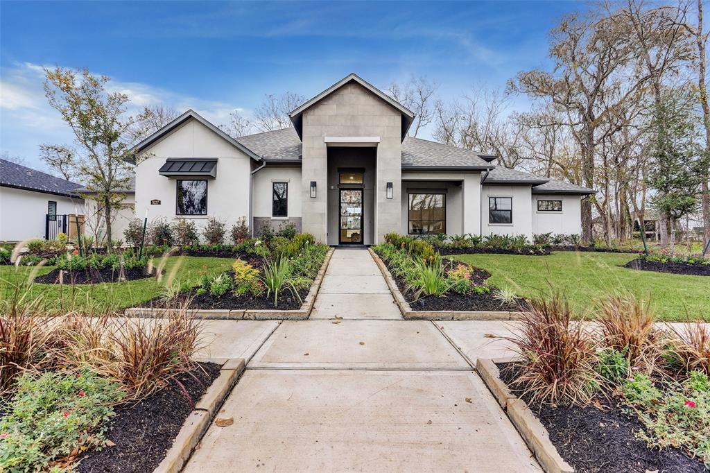 New construction by Jamestown Estate Homes, located on an over 15,000 sq ft lot in the gated Fox Bend neighborhood. This transitional style 1-story offers a striking stucco exterior with a large covered front porch. The formal dining features double French doors to the outside, plus an in-room butler's pantry, perfect for serving food and drinks. The spacious kitchen opens to the light-filled great room and breakfast room.  The primary suite is secluded, offering its owners privacy. Two huge closets ensure plenty of storage space, while a freestanding soaking tub and walk-through shower add drama to the primary bath. 