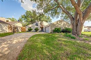 2211 Kinbrook Drive, Houston, TX 77077