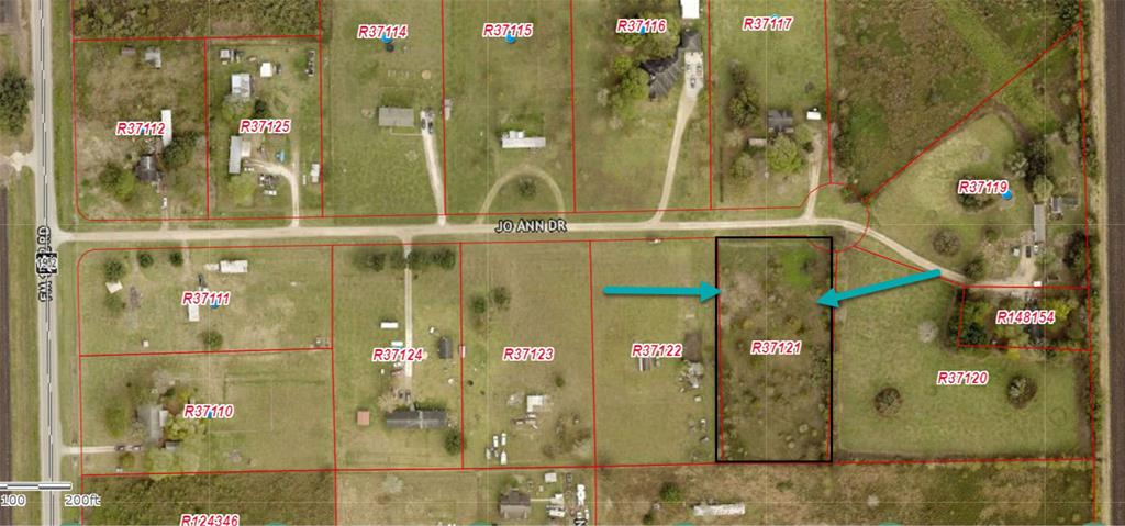 Land 1.74 Acres close to the City . Build your dream home, your gardening, build a pond, the possibilities are endless in this property! Don't miss out on this opportunity.