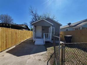 7136 Avenue J, Houston TX 77011
