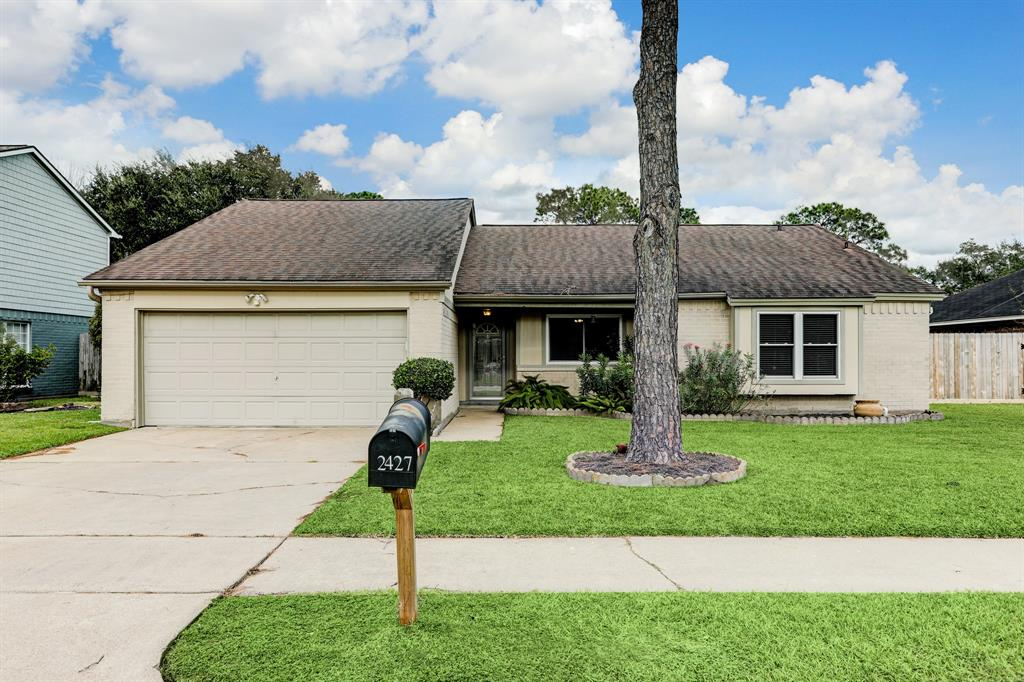 2427 Parkview Drive, Pearland, Texas 77581, 4 Bedrooms Bedrooms, 7 Rooms Rooms,2 BathroomsBathrooms,Single-family,For Sale,Parkview,91554828