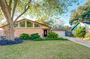 1522 Hollybush Drive, Sugar Land, TX 77498
