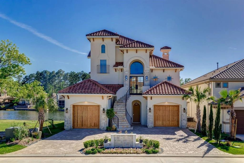 Breath taking waterfront land in prestigious Bella Vita! Deep Water (12-14') for optimal boating experiences! Incredible Sunsets & Panoramic Lake Conroe Views.  Located on a cul-de-sac street, among million dollar custom Mediterranean homes.  Live a life of Boats / Jet Skis / Fishing while enjoying a cup of coffee from your future patio overlooking the water.  Developed in 2007, Bella Vita (AKA beautiful life!) is a 56 lot gated community only 4 miles W of I-45, SH 105  & a short distance to the Woodlands, Cynthia Woods Mitchell Pavilion and so much more!