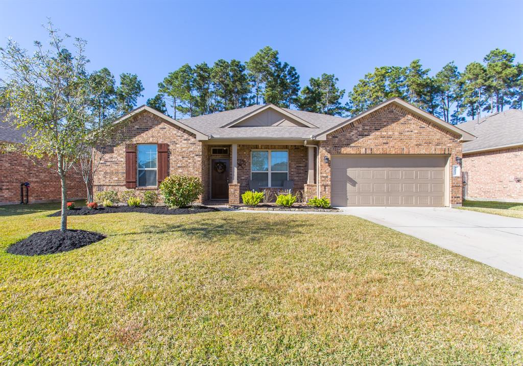 Like new one story brick home in highly-desirable Fosters Ridge!  This home has high ceilings, and has been meticulously maintained.  Huge kitchen with large island is open to the family room and dining/breakfast room.  Large fenced in backyard with covered patio.  This home is zoned to highly-rated Woodlands schools!  Refrigerator, washer and dryer included!  This house does not disappoint!  Schedule your showing today!  Credit of 600+ required, and income must be 3.5x gross monthly rent and must be verifiable.  Landlord references, credit scores and background checks will be run on all applications.