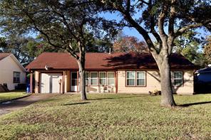 32 19th Avenue N, Texas City, TX 77590
