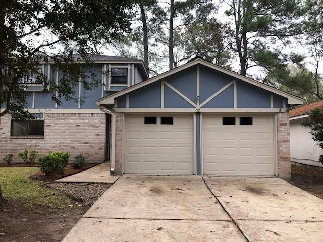 BEAUTIFUL 4 BEDROOMS 2 BATH WITH MASTER DOWN, IN THE WOODLANDS, CLOSE TO SHOPPING, COLLEGE, CHURCHES, AND MARKET STREET, RECENTLY REMODELED, LOTS OF WINDOWS FOR GREAT LIGHT, HUGH YARD, WITH NICE BACK PORCH FOR ENTERTAINING, EASY ACCESS TO I-45, CONROE. YOU'LL LOVE COMING HOME TO THIS LOVELY WOODED NEIGHBORHOOD.