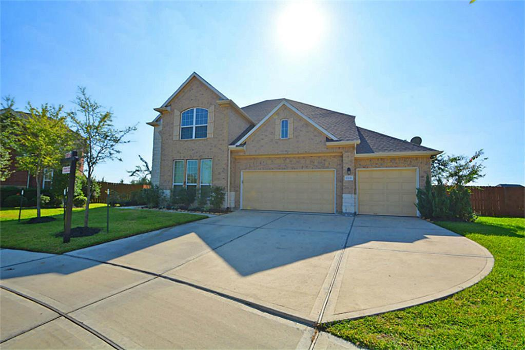 Beautiful 2 story home located in master plan Aliana subdivision, house have 5 bedroom and 3 full and 1 half bath, high ceiling living area and formal living room, Island kitchen with granite countertops, upgraded cabinets in kitchen, big dinning room, carpet and tiles throughout the house, very spacious home, 3 parking garage, game room upstairs with view to the living area, very clean home almost like new. Must see!!!