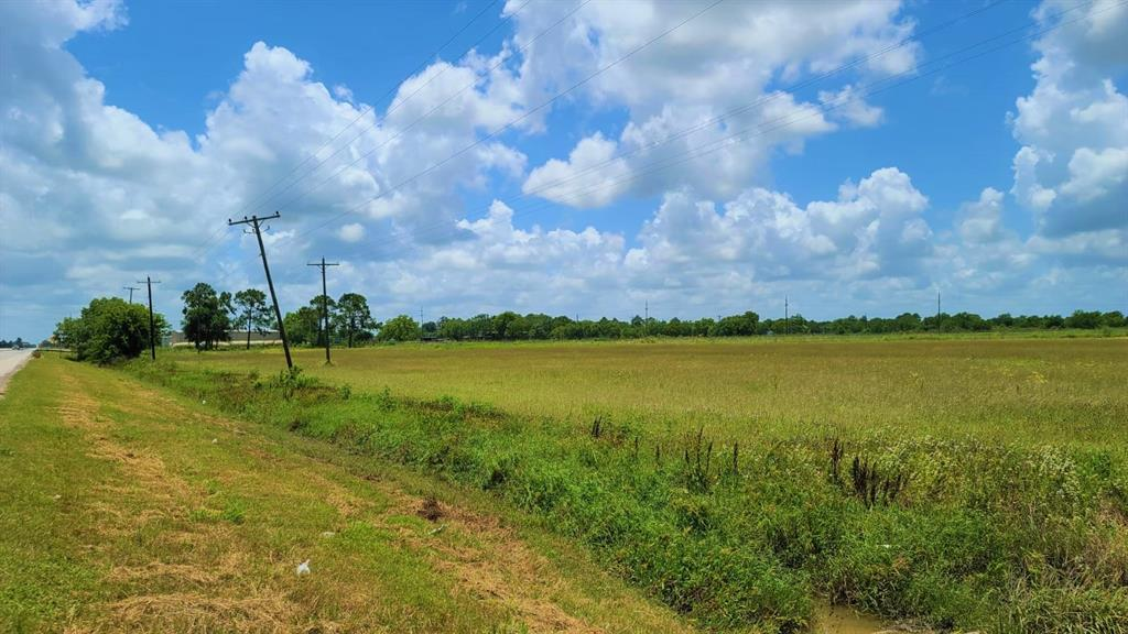 19.6 acres for sell located 4.5 miles from El Campo and 60 miles from the Greater Houston Area. Come see it today.