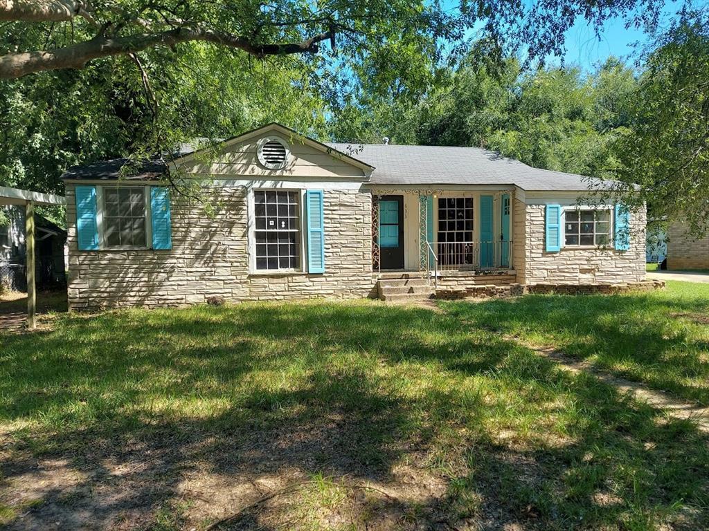633 Arizona Avenue, Wake Village, TX 75501