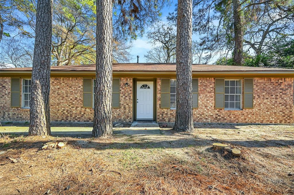 Beautiful renovated 3 bedroom home on 1+ acres.  Property features horse corral, fenced pasture, stables and much more. Unrestricted Property.  Great for business or residential use.