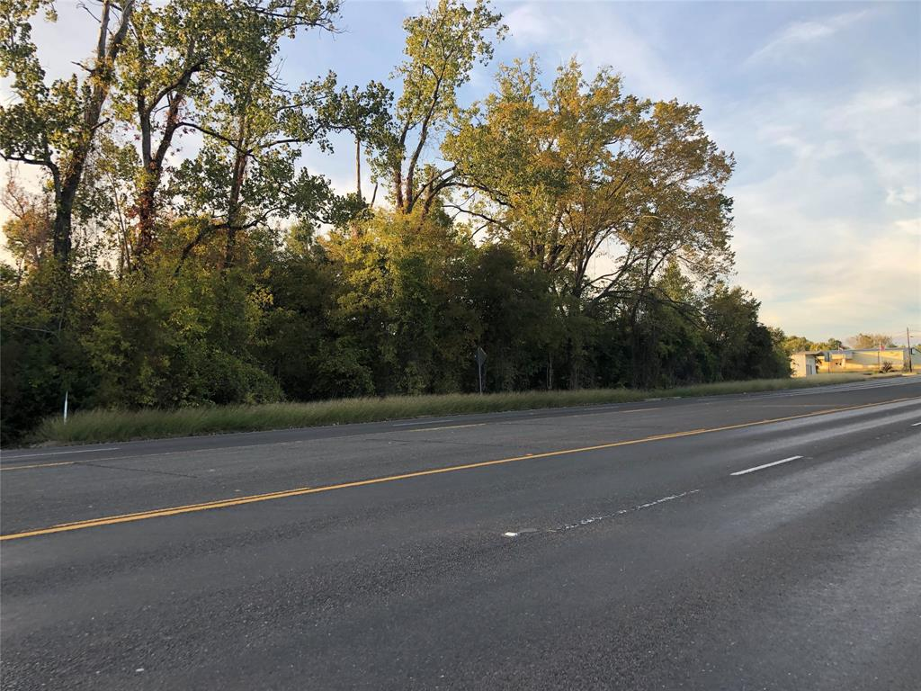 Larger acreage tract located in the City of Livingston on Business 59 North (Washington St.) Business  59 Hwy frontage plus rail frontage for anyone looking at this property from a commercial aspect. Many possibilities  with property.