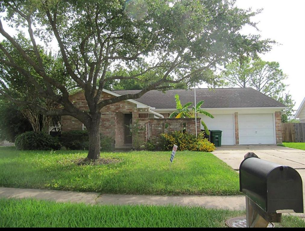 Nice 4 bedroom , newly paint, with Refrigerator, Washer & Dryer, Stainless steel appliances, water softener . house never flooded!