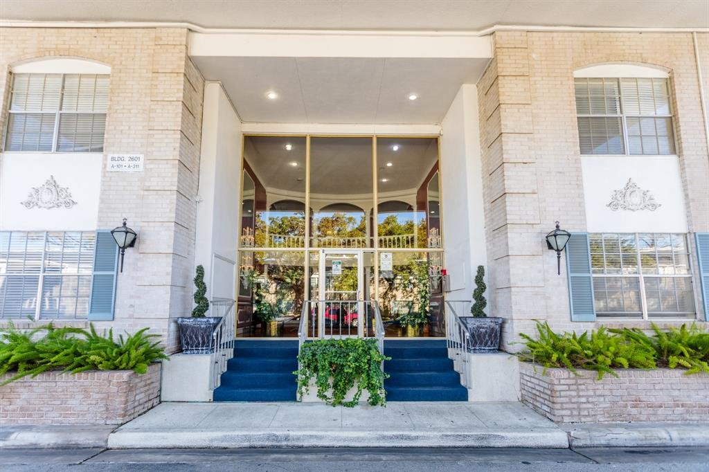 2601 Bellefontaine Street, Houston, Texas 77025, 1 Bedroom Bedrooms, 4 Rooms Rooms,1 BathroomBathrooms,Townhouse/condo,For Sale,Bellefontaine,26623400