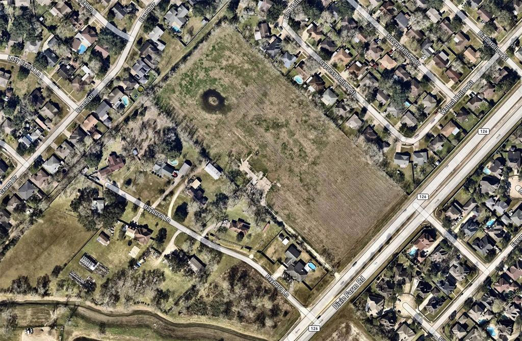 Last large acreage in this area. City of Pearland Utilities.