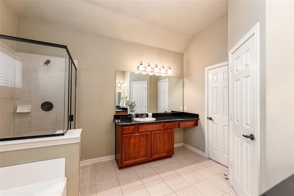 Primary en-suite bathroom.