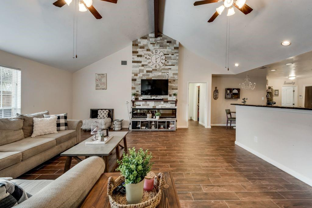 1023 Gladstone Drive, League City, Texas 77573, 4 Bedrooms Bedrooms, 4 Rooms Rooms,3 BathroomsBathrooms,Rental,For Rent,Gladstone,4173411
