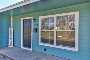 308 S Kansas Street, La Porte, TX 77571