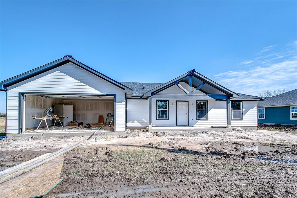 Don't miss your opportunity to own an adorable new construction home on a .39 acre lot on a cut de sac street! Several custom plans to choose from. Shown is 1392 sqft plan for representative purposes only.  It's perfect for a starter home or downsizing. No restrictions, No HOA, No MUD taxes.  City water and sewer. There are a total of 11 lots in East Street Villas and 3 have houses under construction currently.