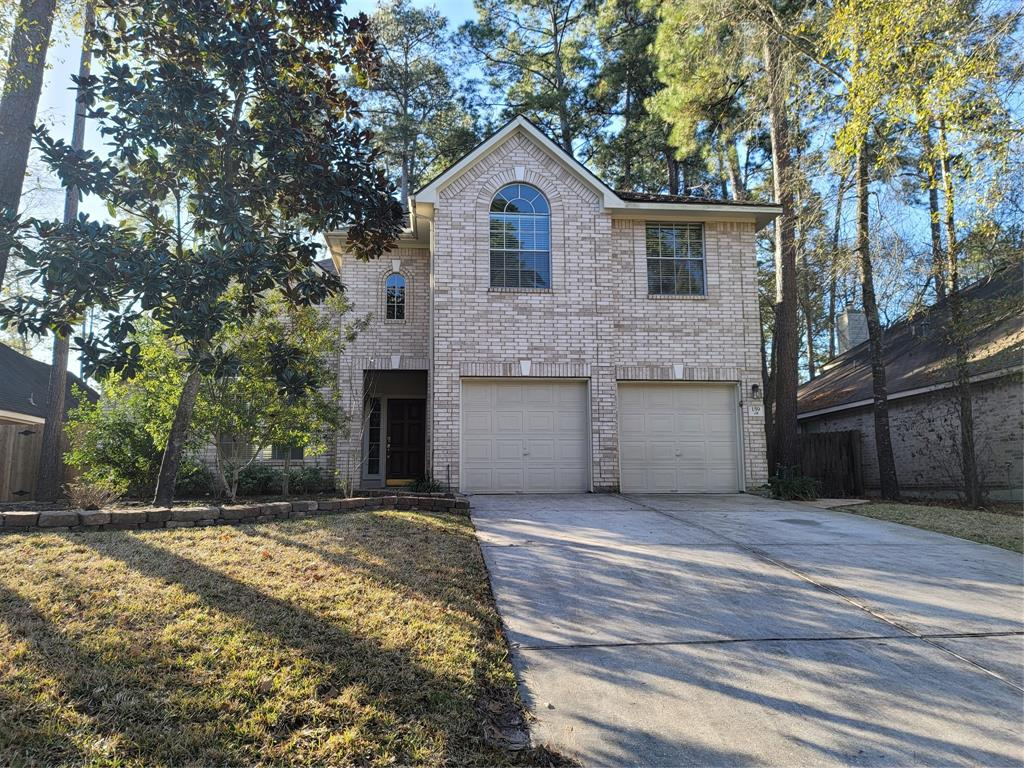 FANTASTIC lease home, now available in Harpers Landing in the Woodlands, Texas!   4 bed, 2.5 bath, setting high and dry (no flooding!).   Open living room area leading to an updated kitchen, fridge included.  Large back yard with new fencing.    Back yard is great for private entertaining, or spending time with kids outdoors.   Pets welcome! Smoking is not. Call today for a showing of this beautiful home!