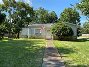 202 12th Avenue N, Texas City, TX 77590