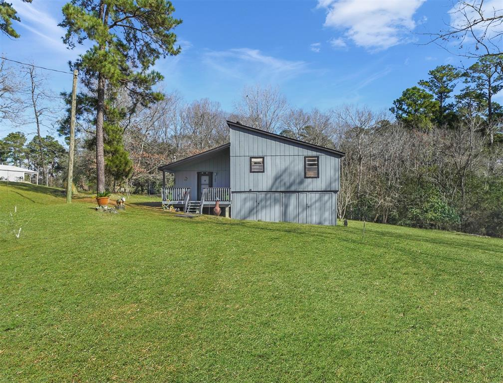 100 Hilltop St - 3 bedroom lake home on a beautiful wooded piece of land