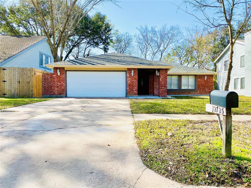 MOVE-IN READY! Beautiful one-story home with 3 bed, 2 baths located in a nice quiet subdivision of Huntington Village. House features spacious living area with high ceiling and many NEW UPDATES - NEW roof, NEW tile floor, NEW AC, remodeled bathroom and kitchen with quartz countertops and sinks. Huge backyard. Great location with easy access to major 59, Beltway 8, also close to restaurants, and supermarkets. Did not flood per seller. Schedule your appointment today!