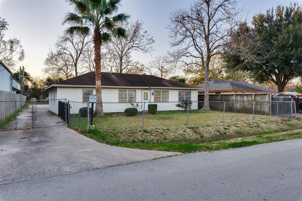 Check out this 3BR/2BA single-story home in Spring Branch! Property is suitable for Residential or Commercial Use and situated on a spacious ~13,000 SqFt Lot with ample backyard space and parking for 6-8 vehicles. This location is ideal for commuting and just minutes from Memorial Park, the Galleria, and Downtown. Remodeled kitchen, tile throughout (NO carpet anywhere) and zoned to Spring Branch ISD. Move-in ready with no zoning restrictions!