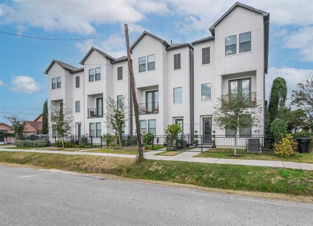 308 Palmer Street, Houston, Texas 77003, 3 Bedrooms Bedrooms, 3 Rooms Rooms,3 BathroomsBathrooms,Rental,For Rent,Palmer,83000990