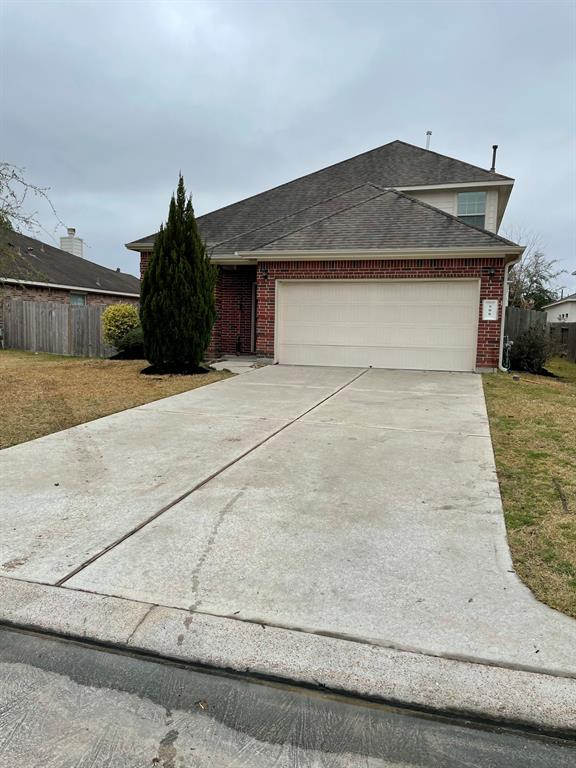 Great 1.5 one-story home with an open floor plan. Well laid out with 3 bedrooms downstairs and a large gameroom and 4th bedroom upstairs. The location is ideal for someone that wants to be close to The Woodlands or I-45.