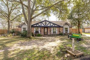 82 Surrey Oak Court, Alvin, TX 77511