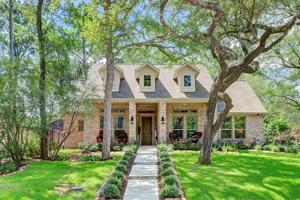 AMAZING 2018 Custom One Story Traditional! Located on a Prime corner lot in Prestigious Briargrove Park! This Awesome Home offers Approx. 2,888 with 3/4 Bedrooms, 3 Full Baths, 3 Car garage, Study & Bonus Flex Room! The property features an Inviting front porch, Open Formal Dinning for any occasion or gatherings, a Stunning chef's Island Kitchen with Benedettini cabinets and Omega quartz counter tops… There's a Large Den with vaulted ceiling, Fireplace and Surround sound speakers… Additionally, there's a Office/Study/4th Bedroom and a Bonus Flex room that's ideal for a 2nd Study/Exercise/Playroom! It's a Special home and the Interior offers accessibility features with no lips, steps or thresholds… Prefect for any stage of life! The Luxurious owner's Master Suite and M.Bath offers an over-sized closet and shower.  Outdoors is a Tranquil backyard and covered patio for hours of enjoyment, relaxing or grilling. Sizing up or down this premier one story is just waiting for YOU!