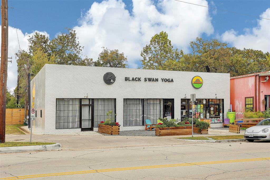 Just a bit further down the hike and bike trail is Black Swan Yoga, Onion Creek and Golden Bagels & Coffee and numerous other restaurants on White Oak Dr.