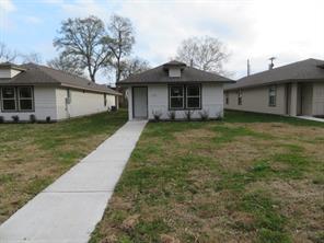 120 E Ash Street Street, Angleton, TX 77515