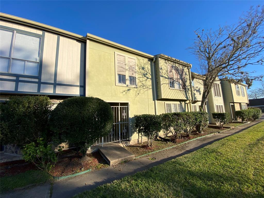 6344 Creekbend Drive, Houston, Texas 77096, 6 Bedrooms Bedrooms, 6 Rooms Rooms,4 BathroomsBathrooms,Townhouse/condo,For Sale,Creekbend,25603804