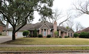 127 Dewberry Drive, Lake Jackson, TX 77566