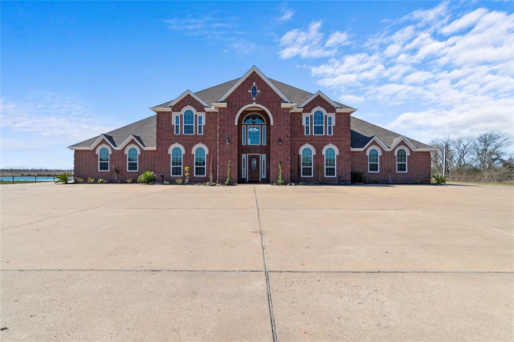 1011 County Road 192, Alvin, TX 77511