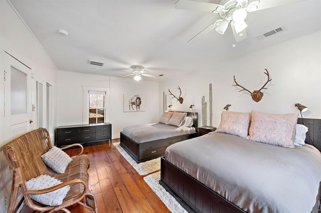 Large bedroom in the carriage house.