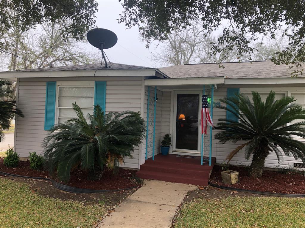 408 Walnut Street, Yoakum, TX 77995