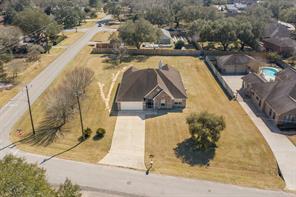 103 W Timberlane Drive, Alvin, TX 77511