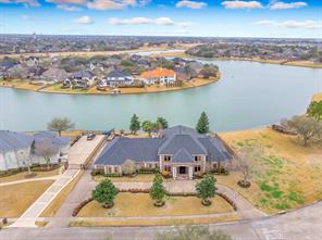 2702 Lakecrest Drive, Pearland, TX 77584