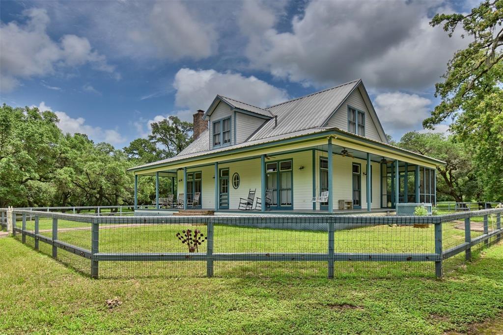 1215 Mossy Oaks Lane, New Ulm, TX 78950