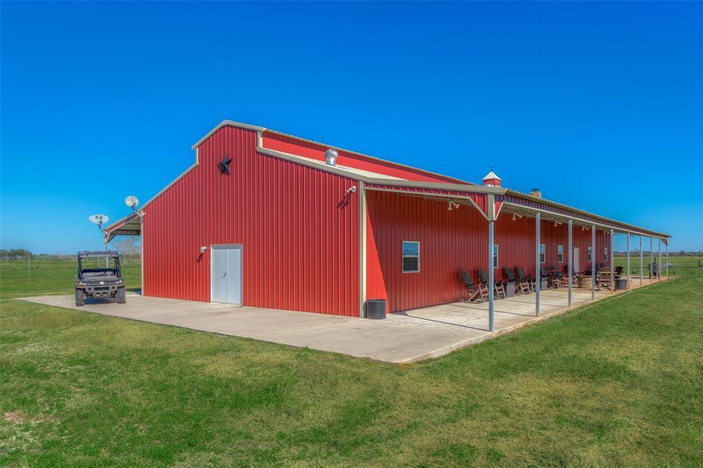 5829 County Road 18, Damon, TX 77430