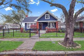 1141 E 16th St Street, Houston, TX 77009