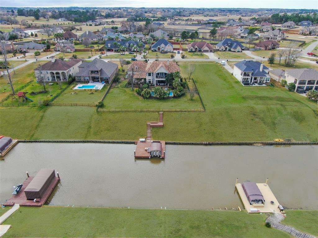 Over 100' of lake front at this property!