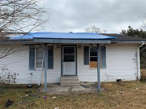 915 Elkport Street, West Orange, TX 77630