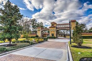10 E Shadow Creek Villas Loop, Spring, TX 77389
