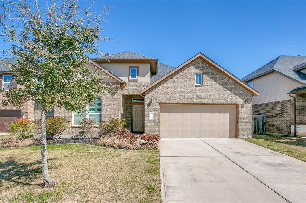 """D.R. Horton 1 story """"""""walker""""  plan with 4 bedrooms and 3 full baths.  This property features lots of builder extras that make this home sparkle when you tour the property.  Schedule your showings today."""