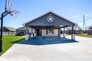 503 County Road 296, Alvin, TX 77511